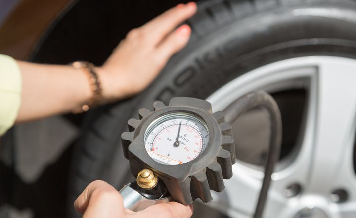 Provera pritiska u pneumaticima